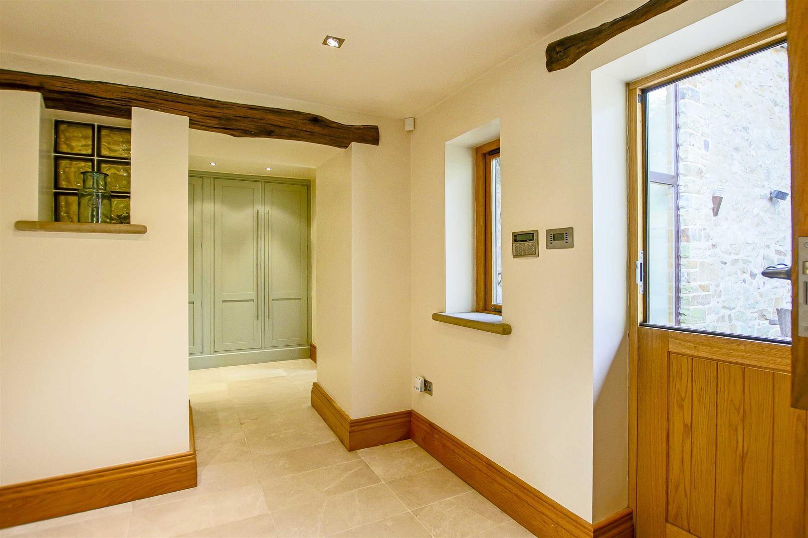 5 Bedroom Cottage For Sale - Image 39